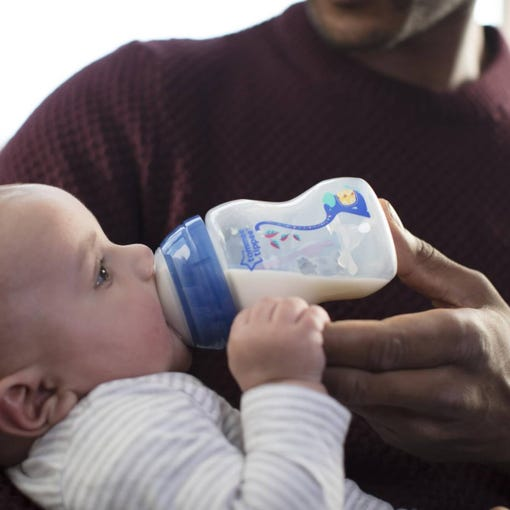 dad-feeding-baby-with-advanced-anti-colic-baby-bottle