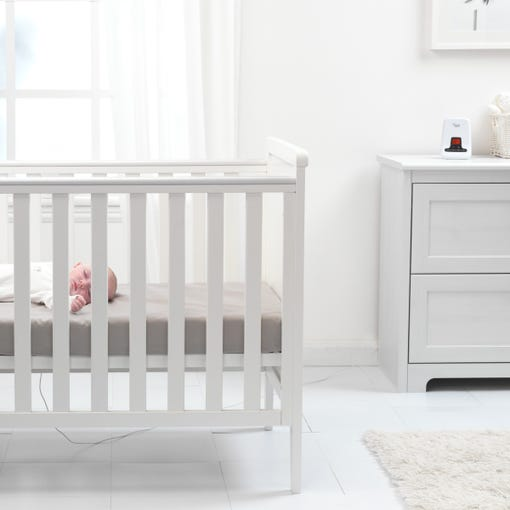 baby-having-nap-in-cot-with-monitor-in-background