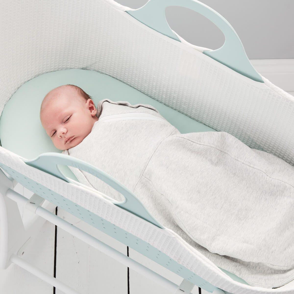 baby-in-sleepee-basket--wearing-grey-mark-grosnug