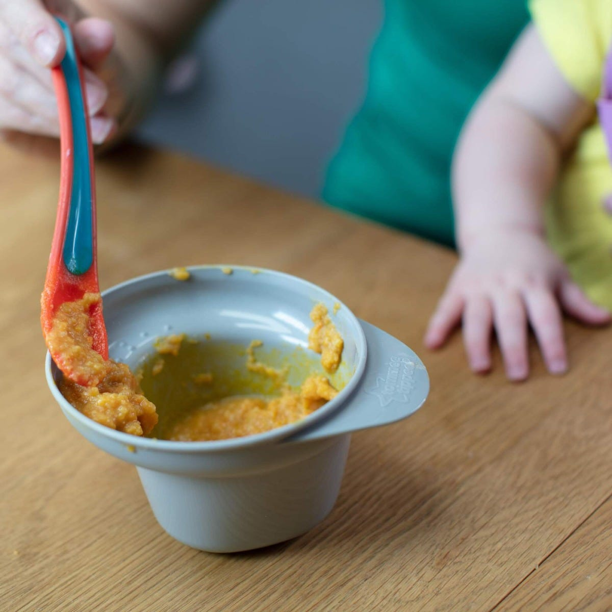 easy-scoop-feeding-bowls-with-spoon