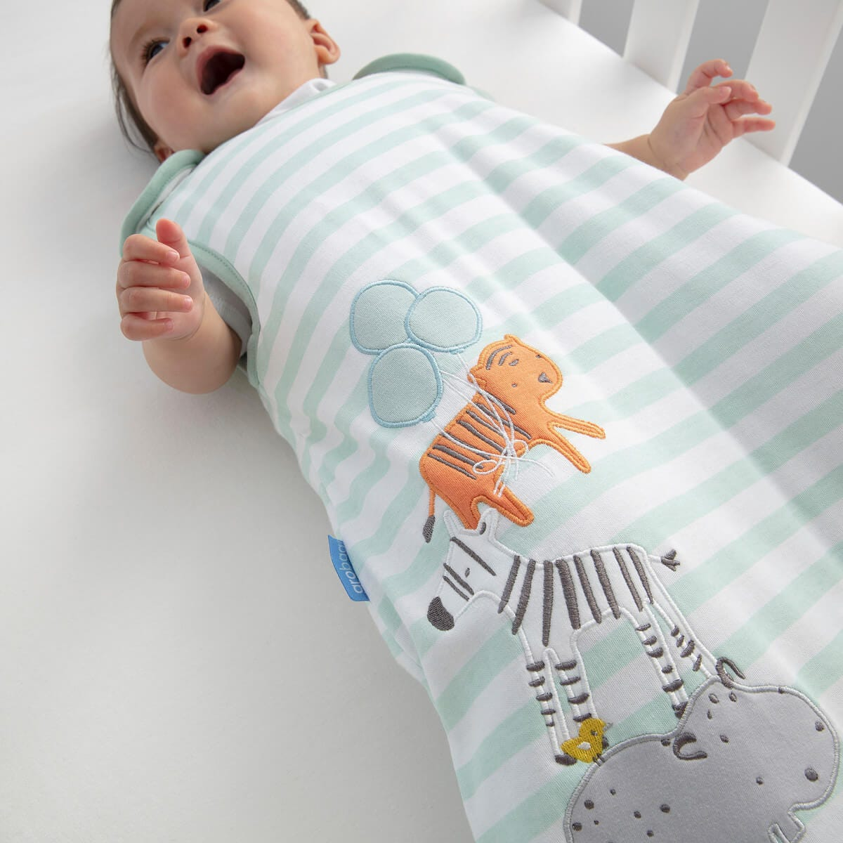 jungle-stack-grobag-close-up-of-baby-lying-in-cot