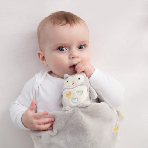 baby-chewing-ollie-the-owl-gro-comforter